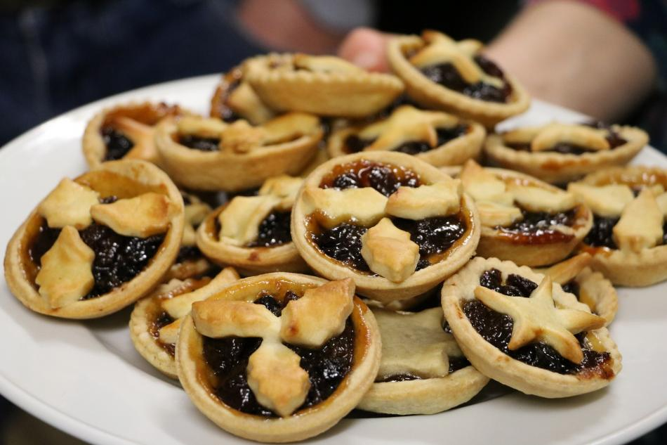 A heaped pile of mince pies
