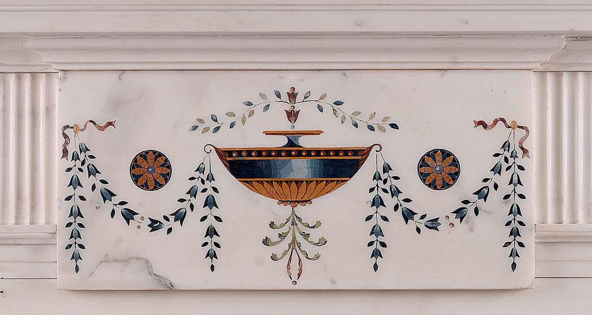 AN IRISH STATUARY ANTIQUE MARBLE FIREPLACE IN THE MANNER OF PIETRO BOSSI-detail2