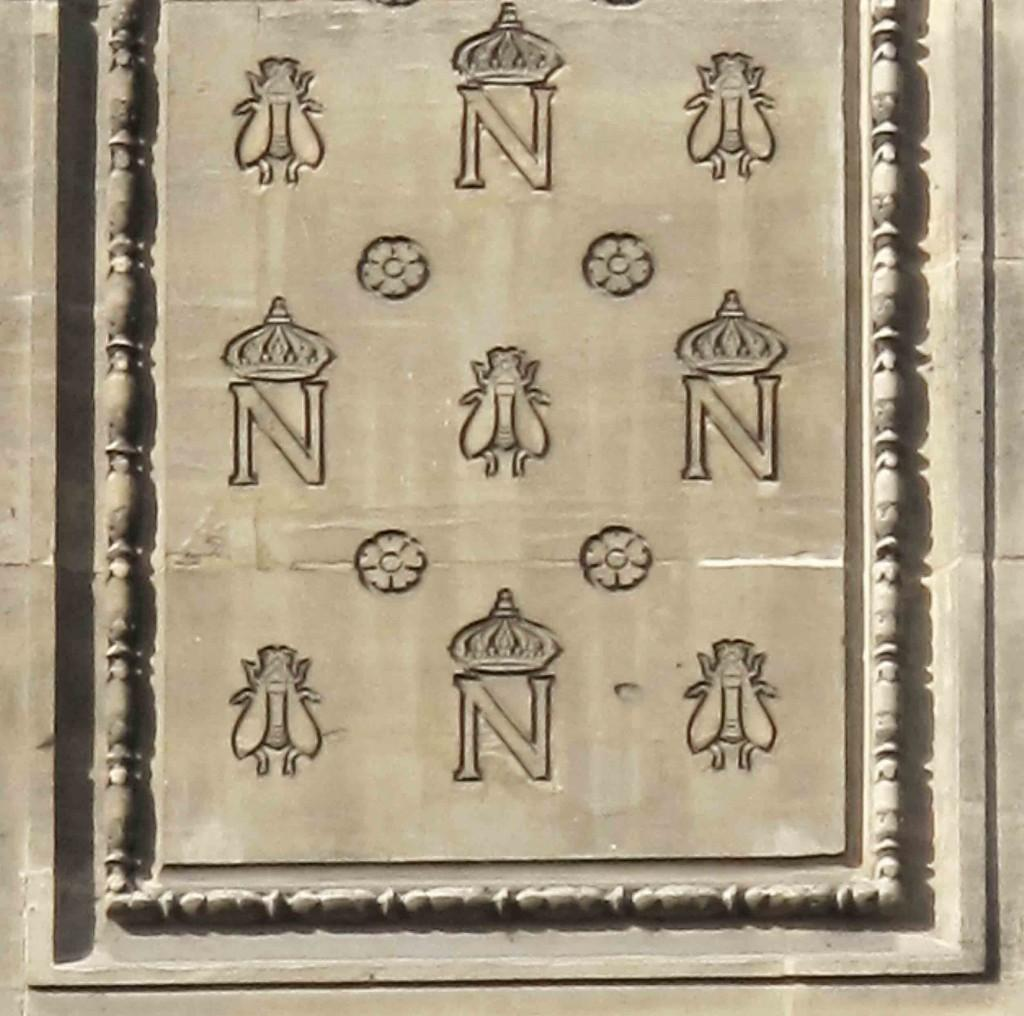 Monogram_Napoleon_and_bees