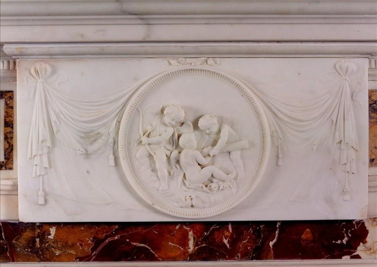 AN ANTIQUE ENGLISH STATUARY FIREPLACE WITH INLAID SIENNA AND JASPER MARBLE-Detail1