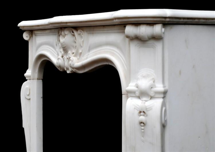 A PETITE FRENCH LOUIS XV STYLE STATUARY MARBLE FIREPLACE-Detail3