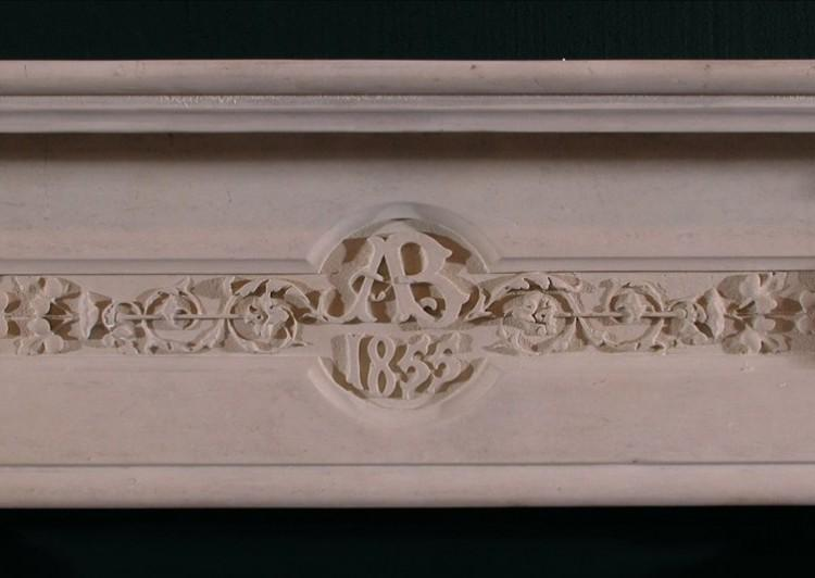 A 19TH CENTURY ENGLISH CARVED LIMESTONE FIREPLACE IN THE GOTHIC TASTE-Detail1