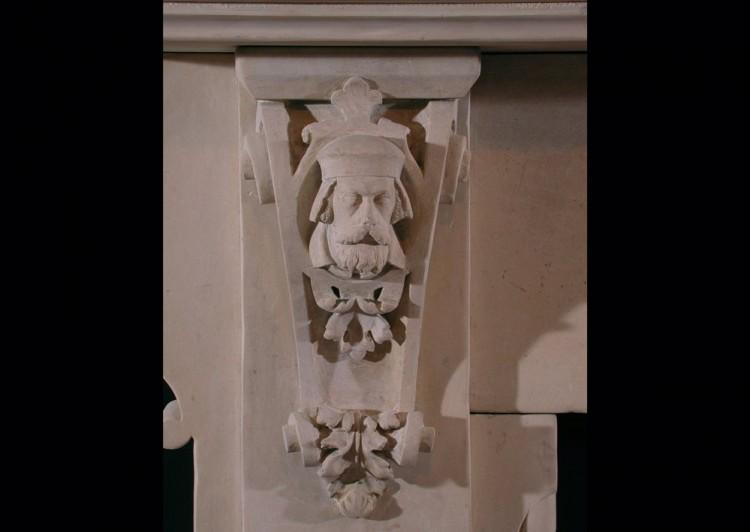A 19TH CENTURY ENGLISH CARVED LIMESTONE FIREPLACE IN THE GOTHIC TASTE-Detail3