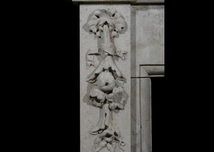 A LARGE 19TH CENTURY ENGLISH LIMESTONE FIREPLACE-Detail2