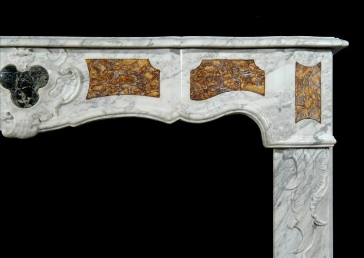 AN 18TH CENTURY FRENCH PROVENCAL CARRARA MARBLE FIREPLACE-Detail1