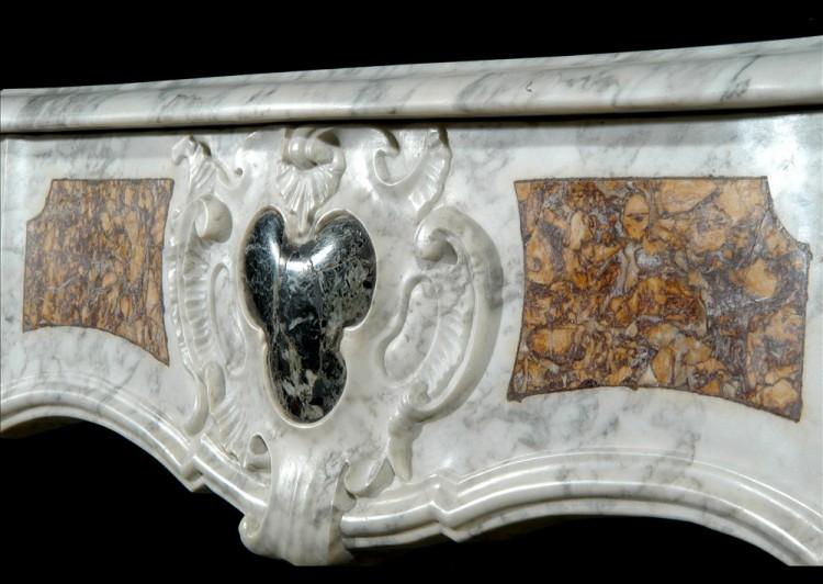 AN 18TH CENTURY FRENCH PROVENCAL CARRARA MARBLE FIREPLACE-Detail2