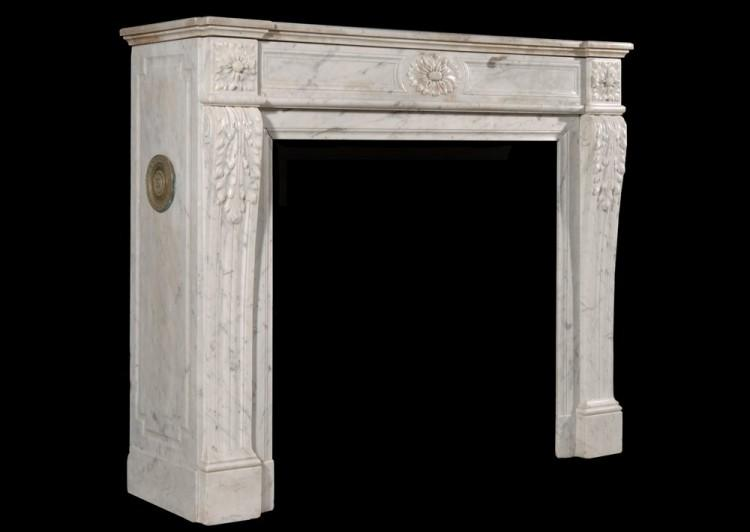 A LOUIS XVI STYLE CARRARA MARBLE FIREPLACE-Detail3