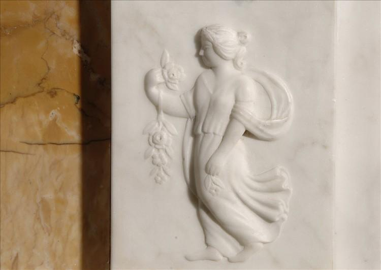 AN ENGLISH GEORGE III STYLE STATUARY AND INLAID SIENNA FIREPLACE-Detail3