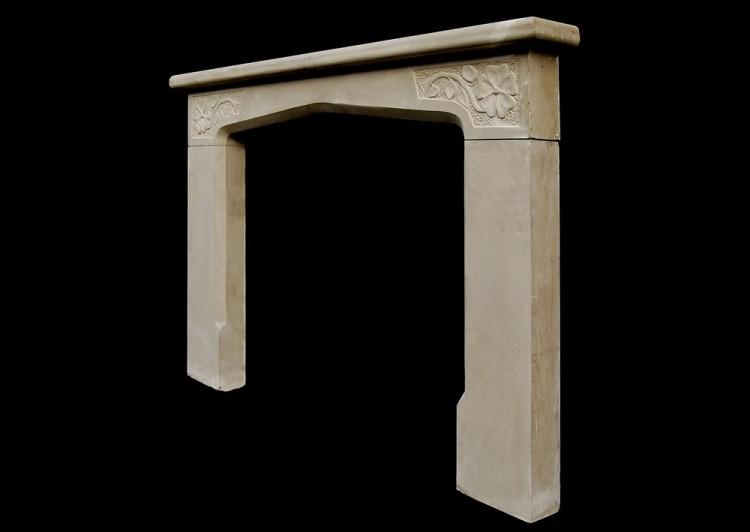 A 20TH CENTURY LIMESTONE ENGLISH FIREPLACE IN THE TUDOR MANNER-Detail2