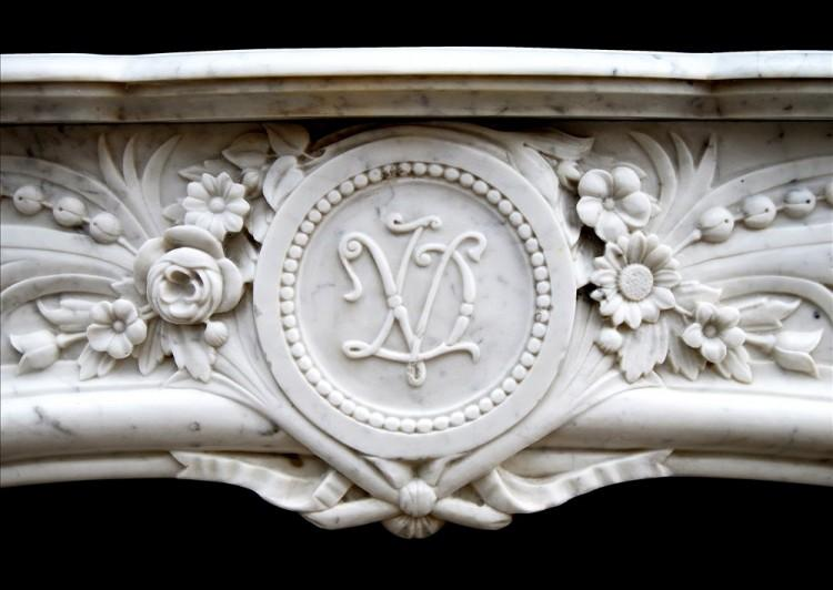 AN ATTRACTIVE LOUIS XIV STYLE CARRARA MARBLE CHIMNEYPIECE-Detail3