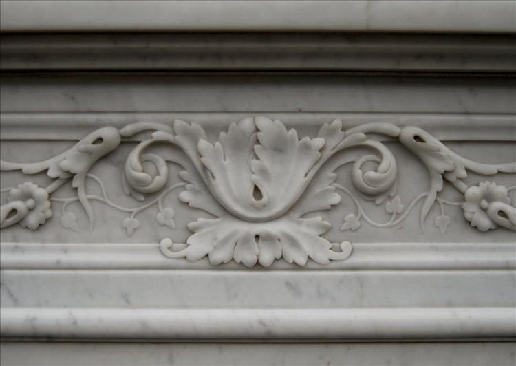 A 19TH CENTURY FRENCH LOUIS XVI CARRARA MARBLE FIREPLACE-Detail2