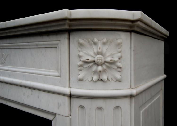 A 19TH CENTURY FRENCH LOUIS XVI CARRARA MARBLE FIREPLACE-Detail3