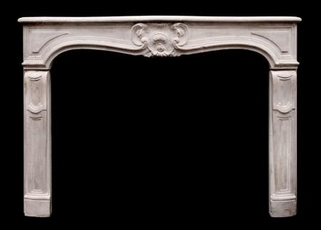AN ATTRACTIVE 18TH CENTURY FRENCH LOUIS XV LIMESTONE FIREPLACE