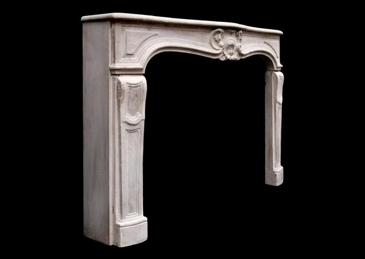 AN ATTRACTIVE 18TH CENTURY FRENCH LOUIS XV LIMESTONE FIREPLACE-Detail3