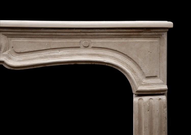 AN UNUSUAL 18TH CENTURY FRENCH LIMESTONE FIREPLACE-Detail2