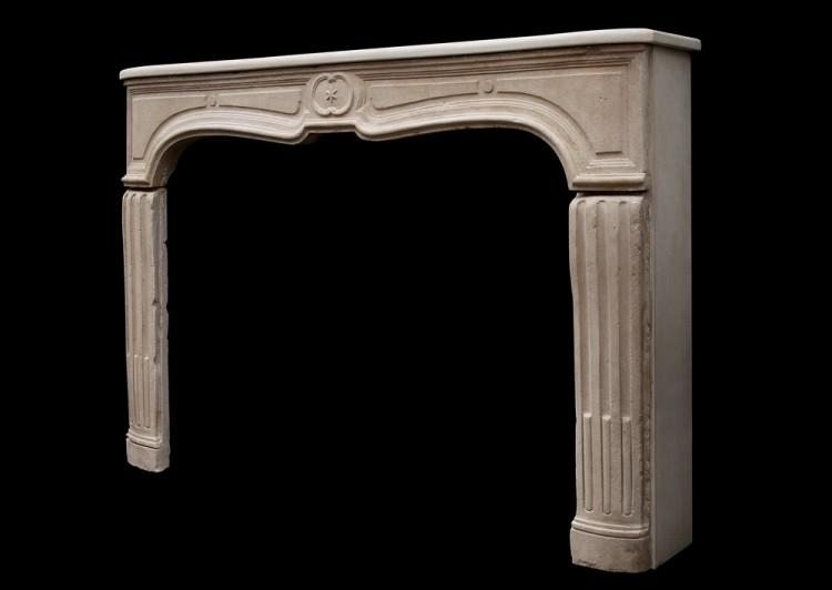 AN UNUSUAL 18TH CENTURY FRENCH LIMESTONE FIREPLACE-Detail3