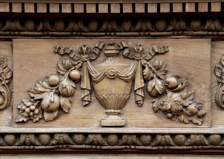 A ENGLISH GEORGIAN STYLE PINE FIREPLACE WITH GESSO ENRICHMENTS-Detail3
