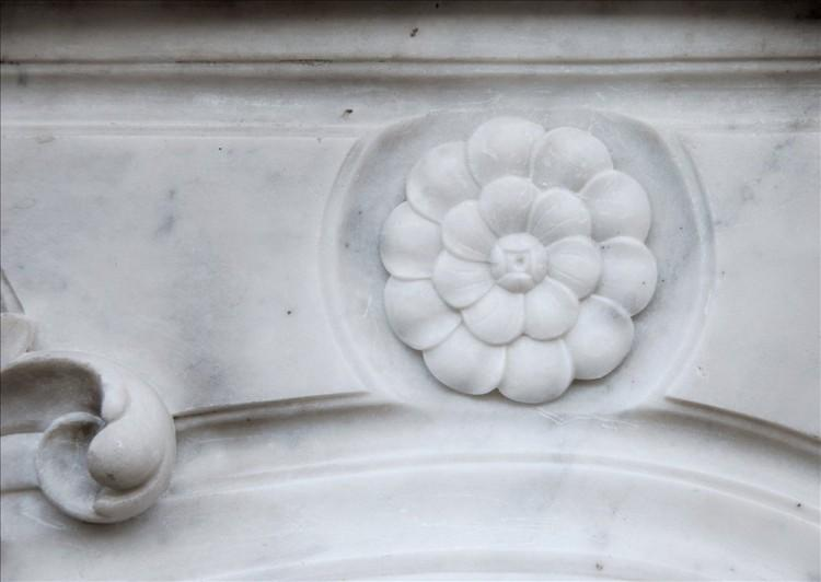 A FRENCH CARRARA MARBLE LOUIS XV STYLE FIREPLACE-Detail3