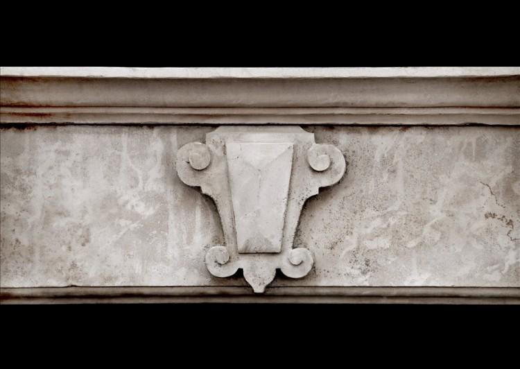 A LARGE ENGLISH LIMESTONE FIREPLACE WITH SHAPED BRACKETS-Detail1