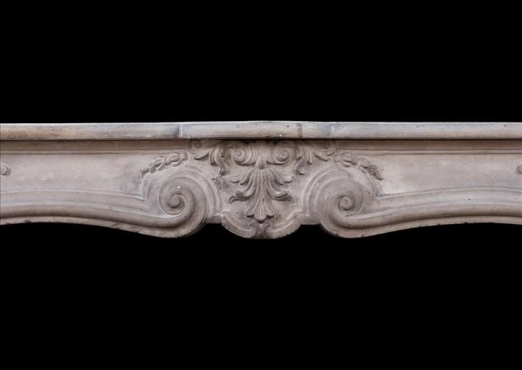 AN ANTIQUE FRENCH LOUIS XV LIMESTONE FIREPLACE. 18TH CENTURY-Detail1