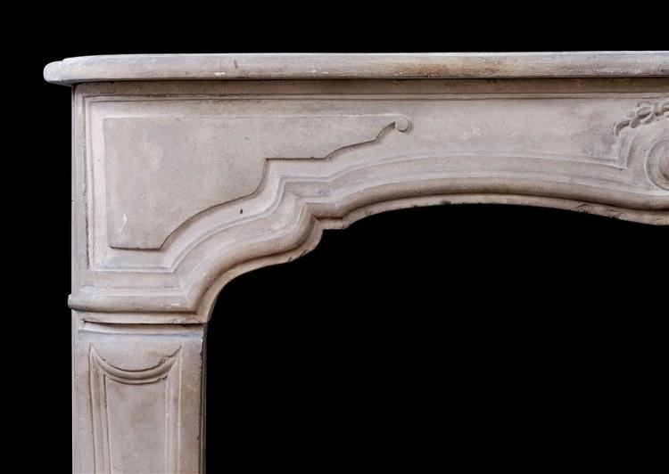 AN ANTIQUE FRENCH LOUIS XV LIMESTONE FIREPLACE. 18TH CENTURY-Detail2