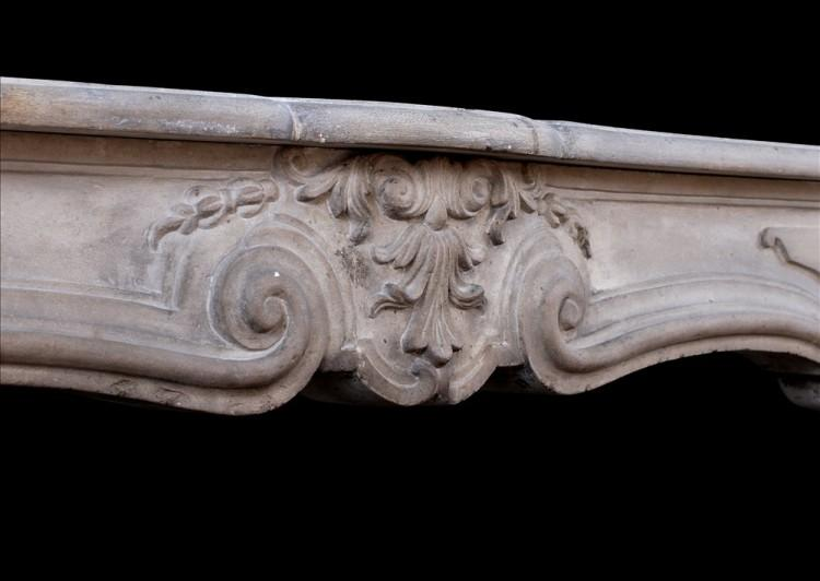 AN ANTIQUE FRENCH LOUIS XV LIMESTONE FIREPLACE. 18TH CENTURY-Detail3