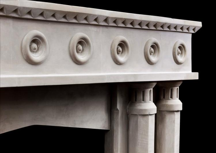AN ENGLISH LIMESTONE FIREPLACE WITH A GOTHIC INFLUENCE-Detail4