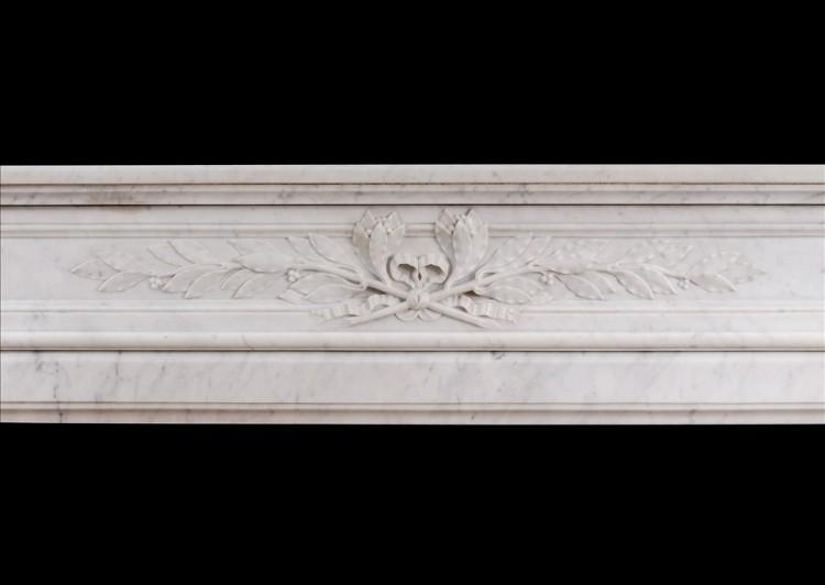 A 19TH CENTURY FRENCH LOUIS XVI STYLE MANTEL PIECE IN LIGHT CARRARA MARBLE-Detail1