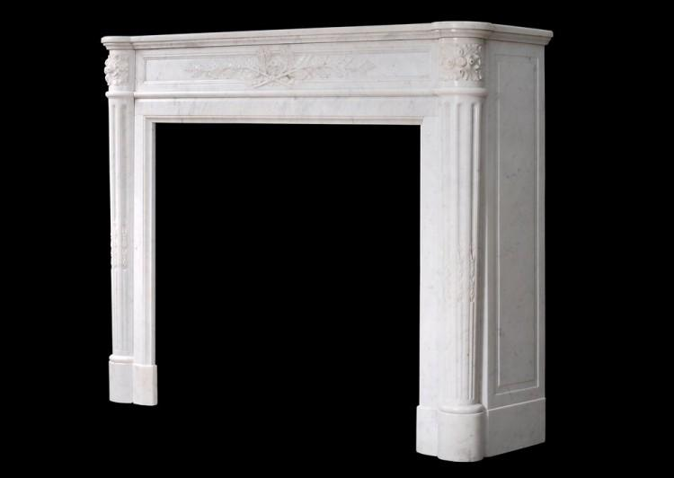 A 19TH CENTURY FRENCH LOUIS XVI STYLE MANTEL PIECE IN LIGHT CARRARA MARBLE-Detail4