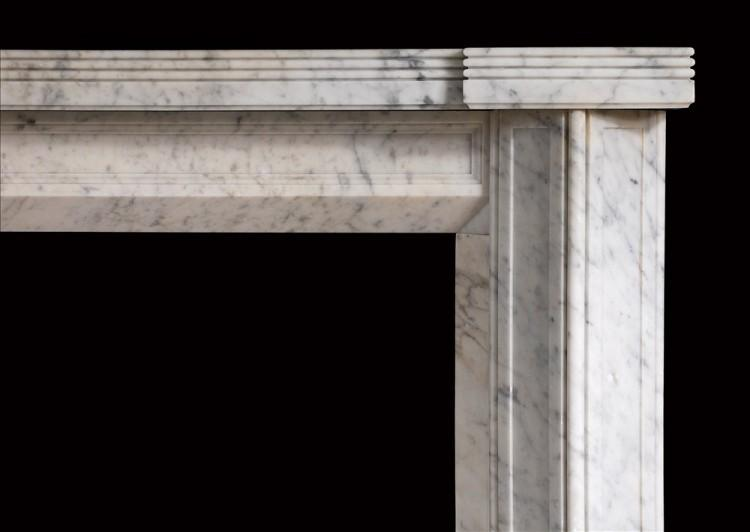 AN UNUSUAL ENGLISH CARRARA MARBLE FIREPLACE IN THE ART DECO STYLE-Detail1