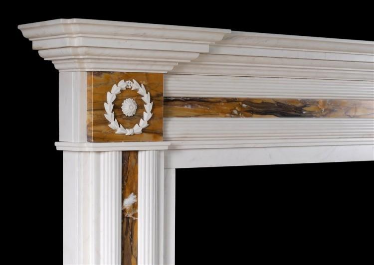 AN ENGLISH REGENCY STYLE FIREPLACE IN WHITE MARBLE WITH SIENA INLAY-Detail2