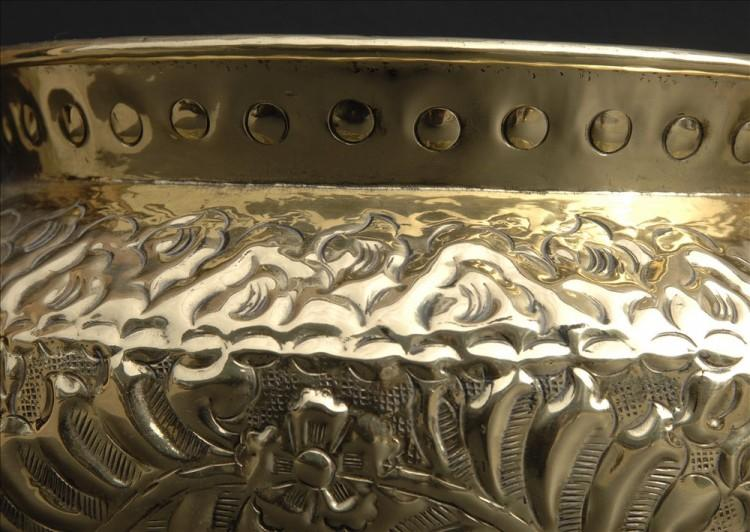 A BRASS COAL BUCKET WITH REPOUSE DESIGN-Detail2
