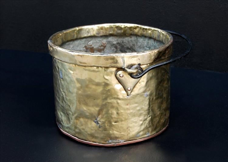 A PETITE BRASS COAL BUCKET-Detail1