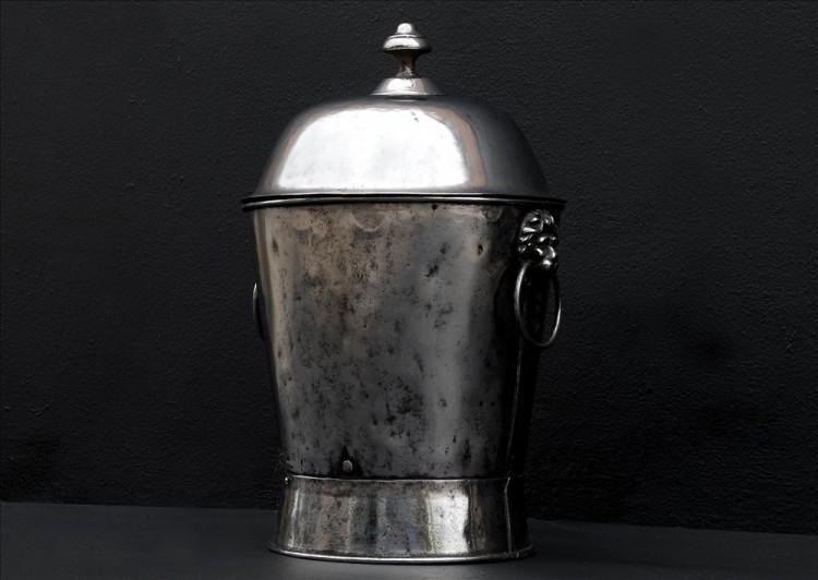 A POLISHED STEEL COAL ENGLISH BUCKET-Detail2