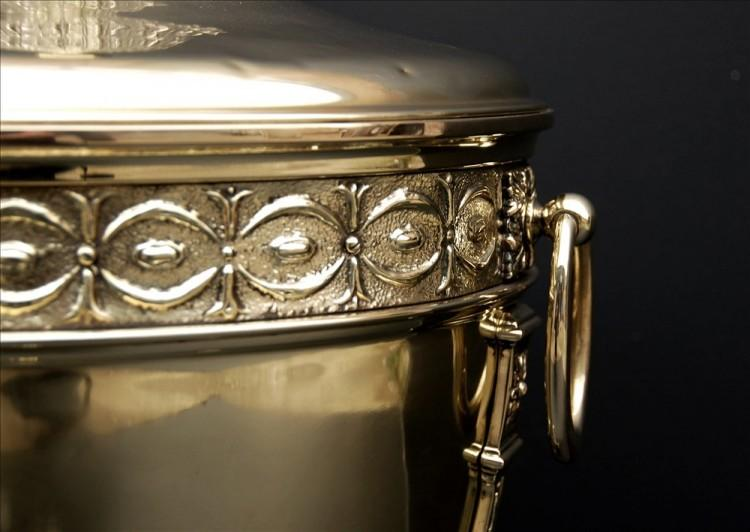 A VERY FINE QUALITY ENGRAVED ANTIQUE BRASS COAL BUCKET-Detail1
