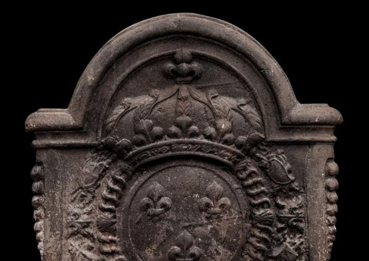 A LARGE, DECORATIVE ANTIQUE CAST IRON FIREBACK-Detail1