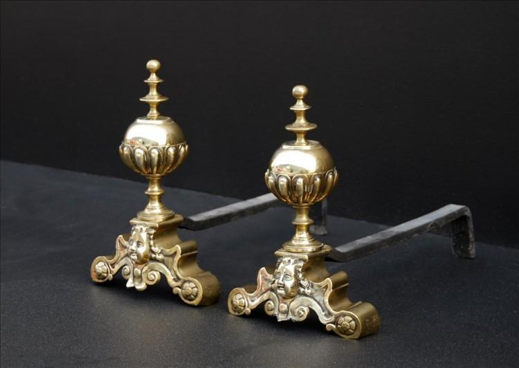 A PAIR OF BRASS FIREDOGS-Detail2
