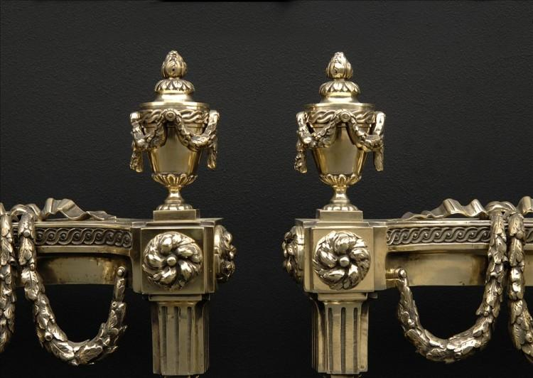 A VERY FINE PAIR OF DECORATIVE BRASS CHENETS-Detail2