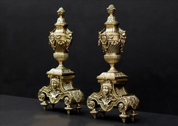 A PAIR OF ORNATE BRASS CHENETS-Detail3