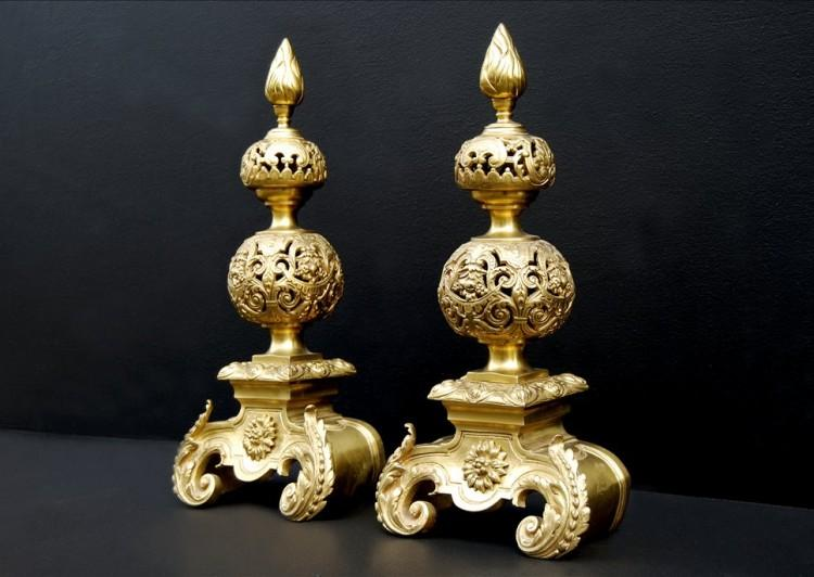 A PAIR OF RICHLY ADORNED BAROQUE STYLE GILT BRONZE ANDIRONS-Detail3