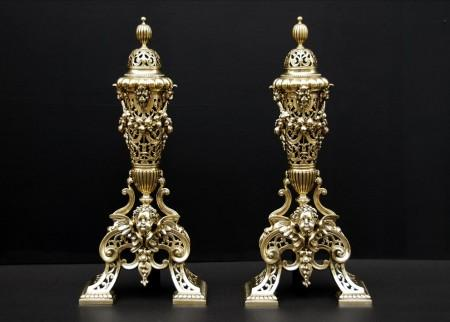A VERY FINE QUALITY PAIR OF BRASS CHENETS