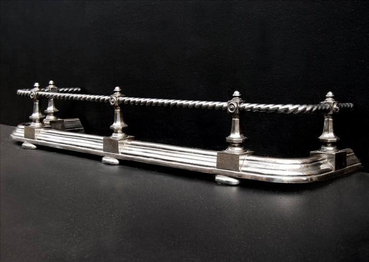 A POLISHED STEEL FENDER WITH ROPE MOULDED TOP BAR-Detail2