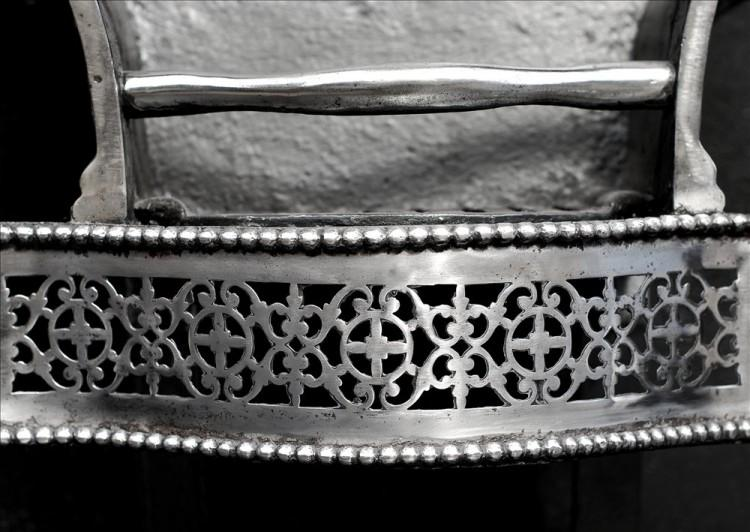 A POLISHED STEEL ENGLISH ANTIQUE FIREGRATE-Detail1