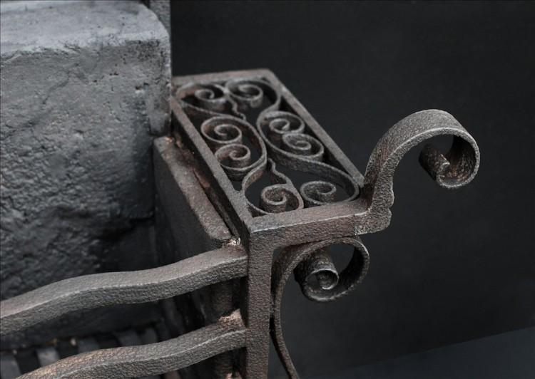 AN UNUSUAL SCROLLED WROUGHT IRON FIREGRATE-Detail2