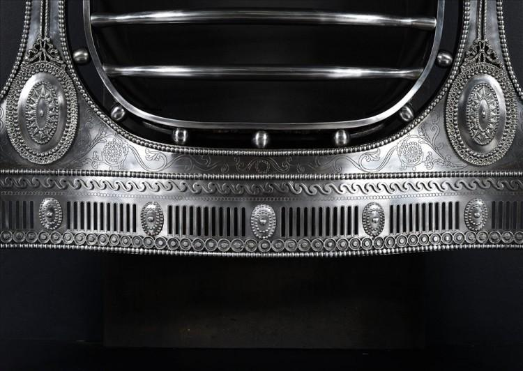 A LARGE AND IMPRESSIVE ENGRAVED ADAM STYLE STEEL FIREGRATE-Detail2