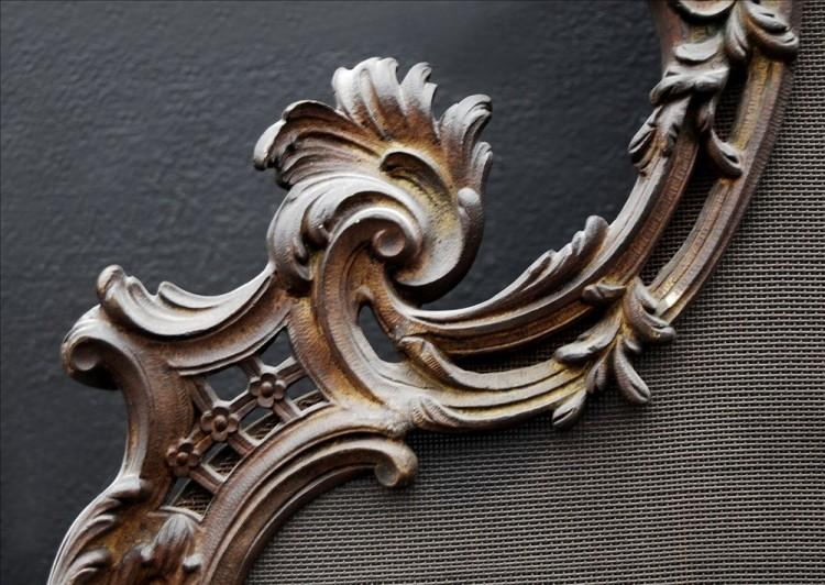 A FRENCH LOUIS XV STYLE BRASS FIRESCREEN-Detail2