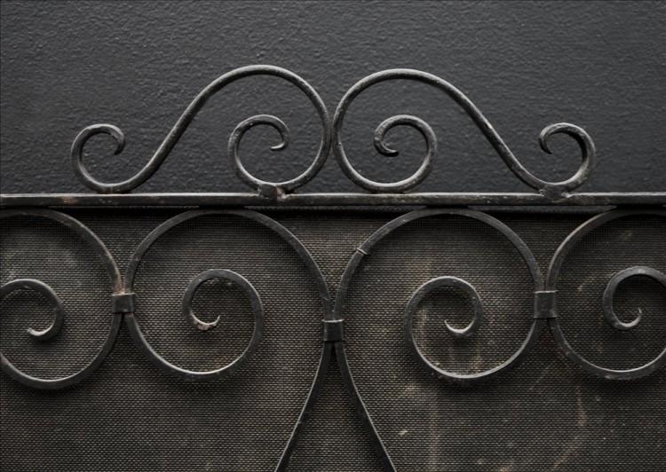 A SMALL WROUGHT IRON FIRESCREEN-Detail1