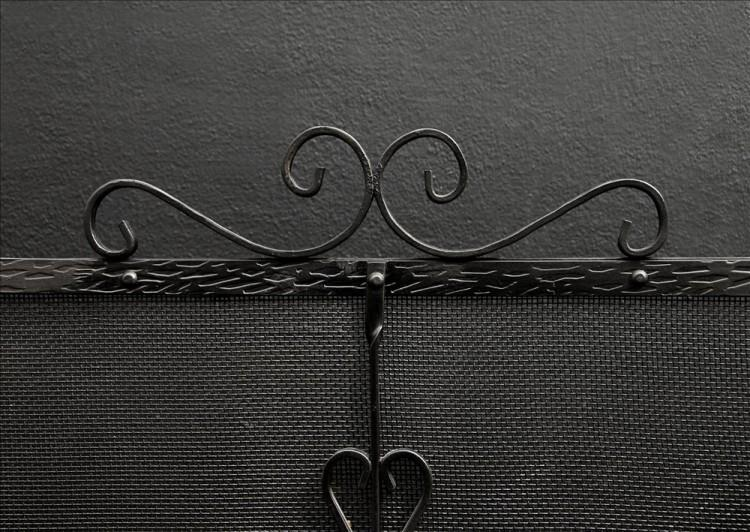 AN IRON THREE-FOLD FIRESCREEN-Detail1