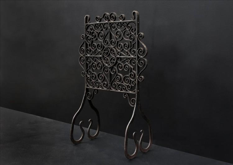 AN ATTRACTIVE ENGLISH WROUGHT IRON FIRESCREEN-Detail1