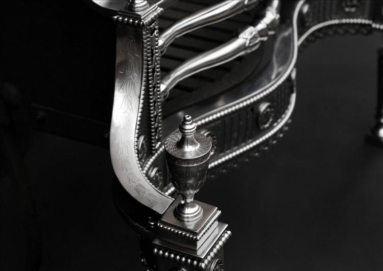 A BEAUTIFULLY ENGRAVED GEORGIAN STYLE STEEL FIREGRATE-Detail4
